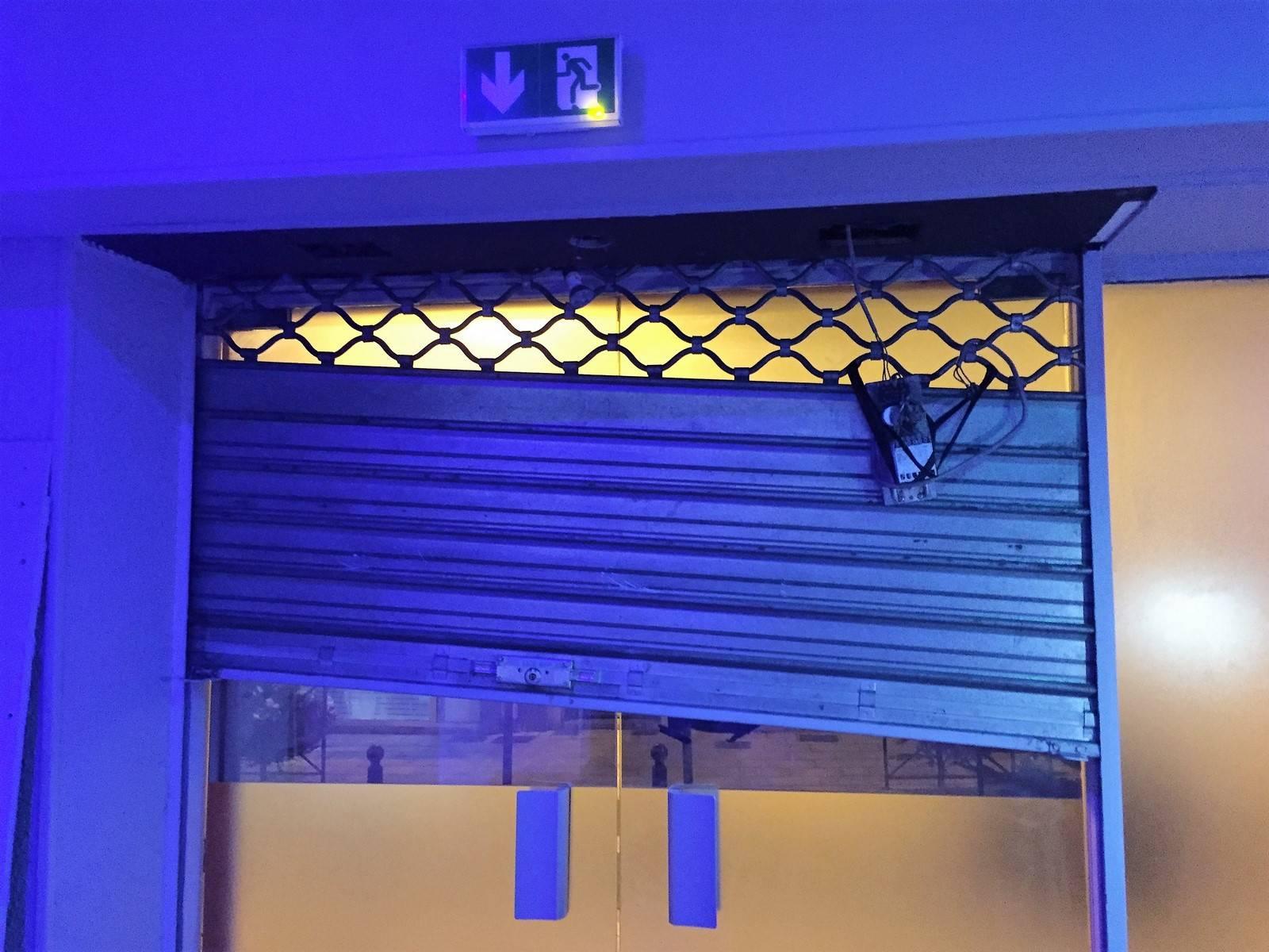 comment ouvrir un rideau m tallique la solution d aafa en vaucluse sud de la drome et l est. Black Bedroom Furniture Sets. Home Design Ideas