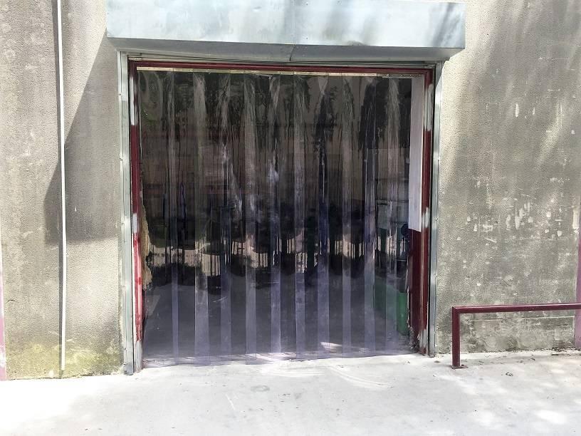 installation de rideau lani res pvc transparentes avignon en vaucluse 84 d pannage et. Black Bedroom Furniture Sets. Home Design Ideas
